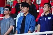 Xuân Trường xem HAGL đấu Sài Gòn, chưa hẹn ngày trở lại
