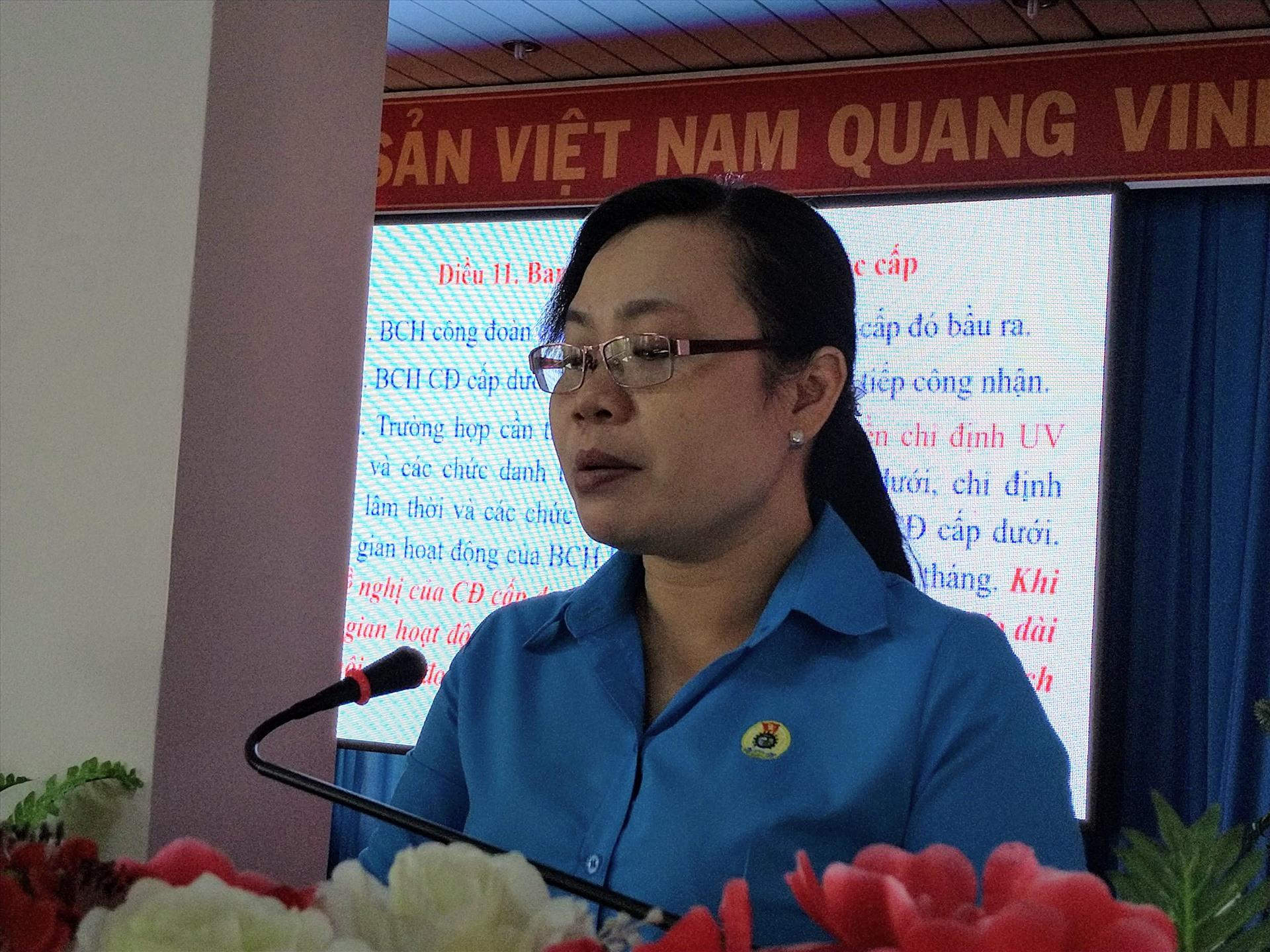Bà Nguyễn Thị Ngọc Dung triển khai nội dung tập huấn. Ảnh: K.Q
