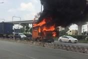 TPHCM: Xe container bất ngờ bốc cháy trên Xa lộ Hà Nội