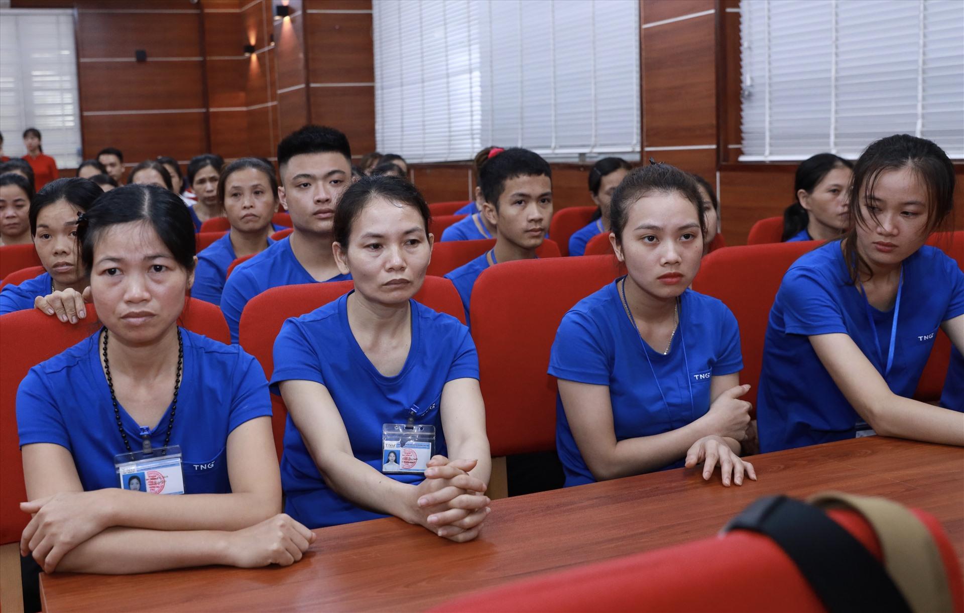 Người lao động Công ty CP Đầu tư và Thương mại TNG tham gia buổi gặp. Ảnh: Hải Nguyễn
