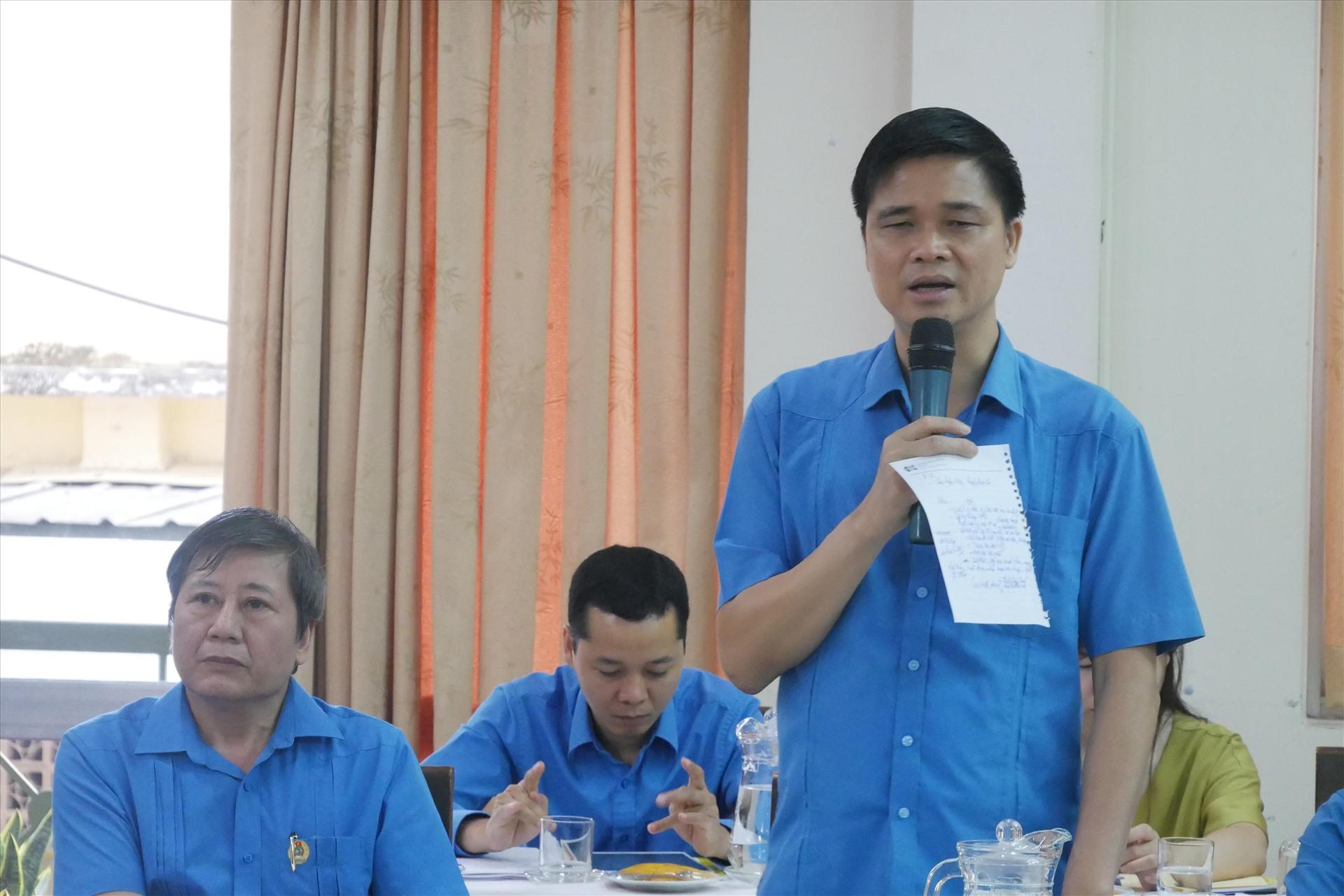Phó Chủ tịch Tổng LĐLĐVn Ngọ Duy Hiểu phát biểu tại buổi làm việc. Ảnh Anh Tú
