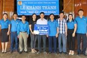 LĐLĐ Hà Tĩnh trao hỗ trợ làm 8 nhà Mái ấm công đoàn