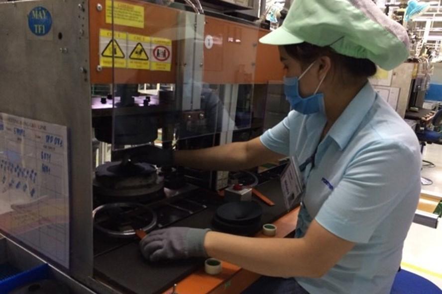Công nhân tại một công ty điện tử tại Bắc Ninh trong giờ làm việc. Ảnh minh hoạ. Ảnh: Bảo Hân