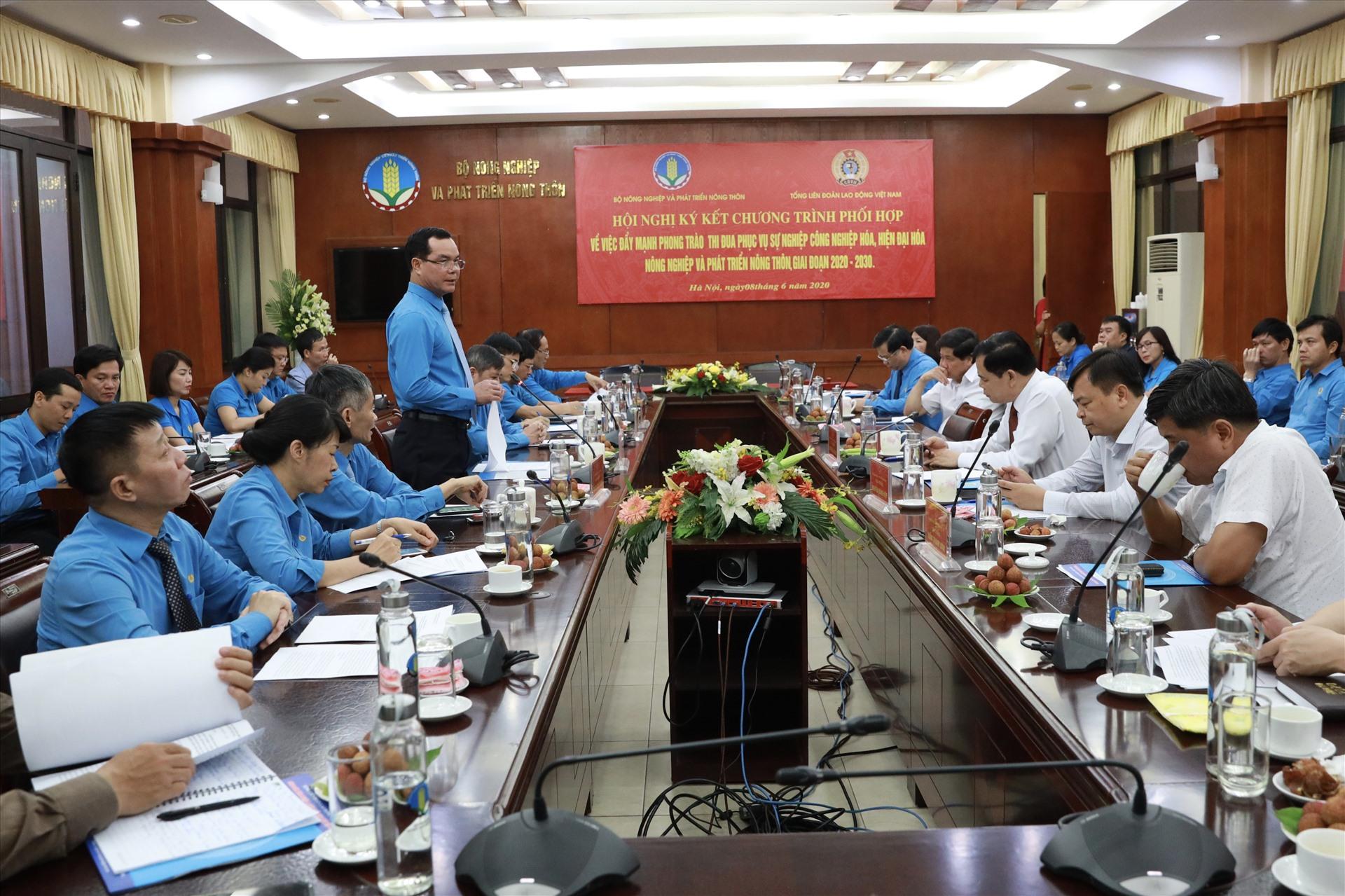 Chủ tịch TLĐ Nguyễn Đình Khang phát biểu tại Lễ ký kết. Ảnh: Hải Nguyễn