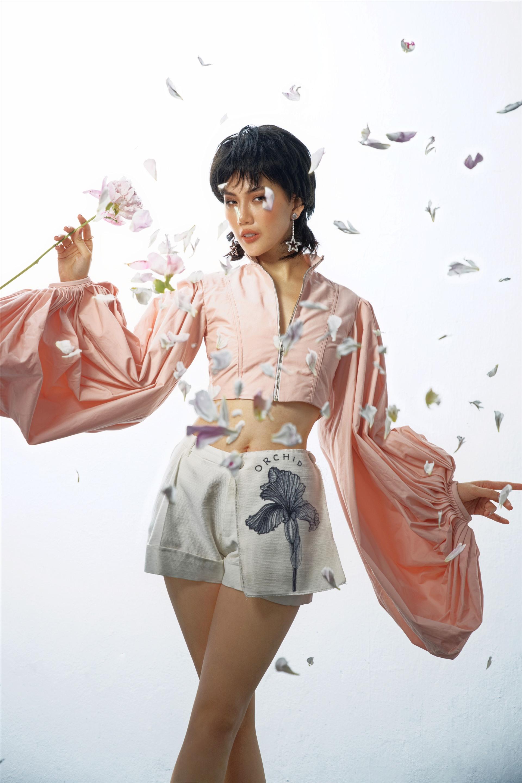 Siêu mẫu Quỳnh Hoa thay đổi phong cách