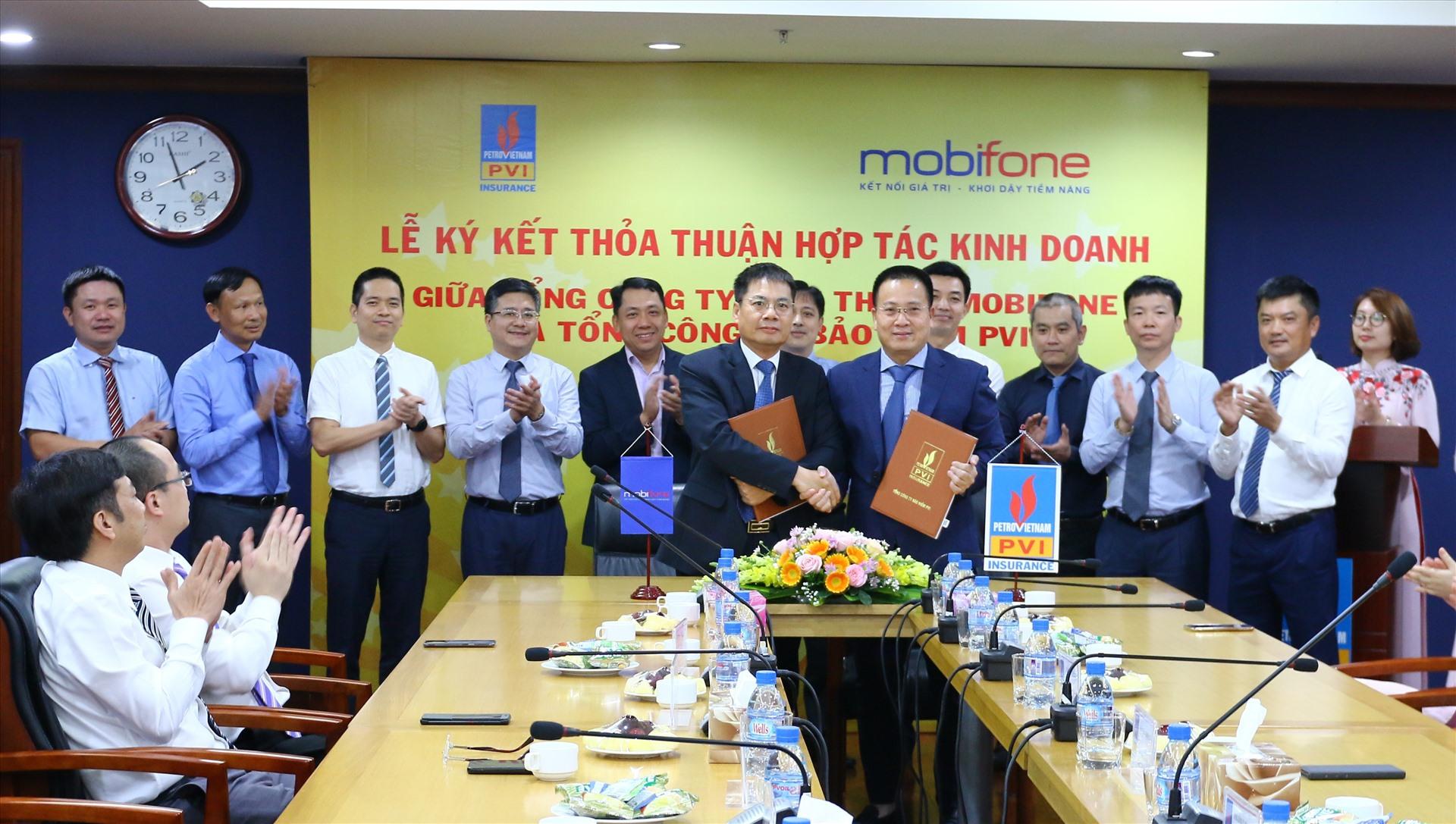 Ký kết thỏa thuận hợp tác kinh doanh giữa Bảo hiểm PVI và MobiFone