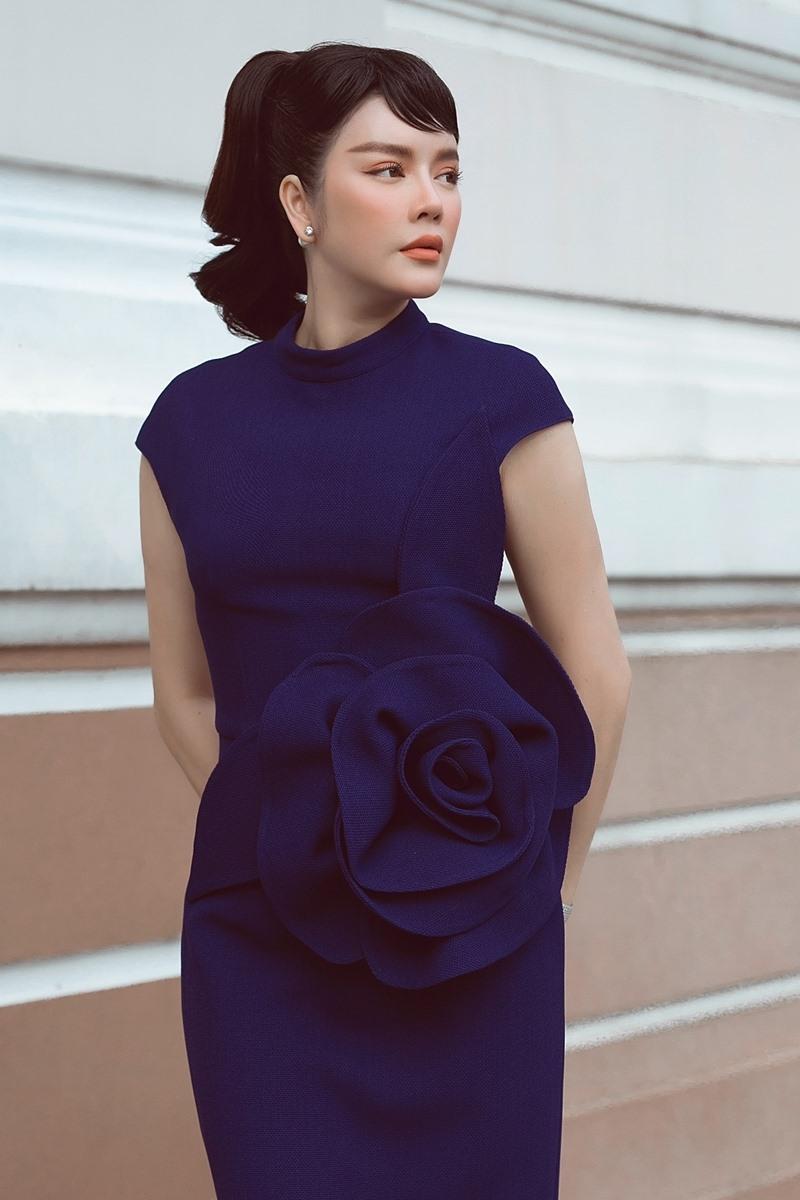 Mẫu váy có thiết kế thanh lịch, phom dáng ôm sát tôn đường cong.