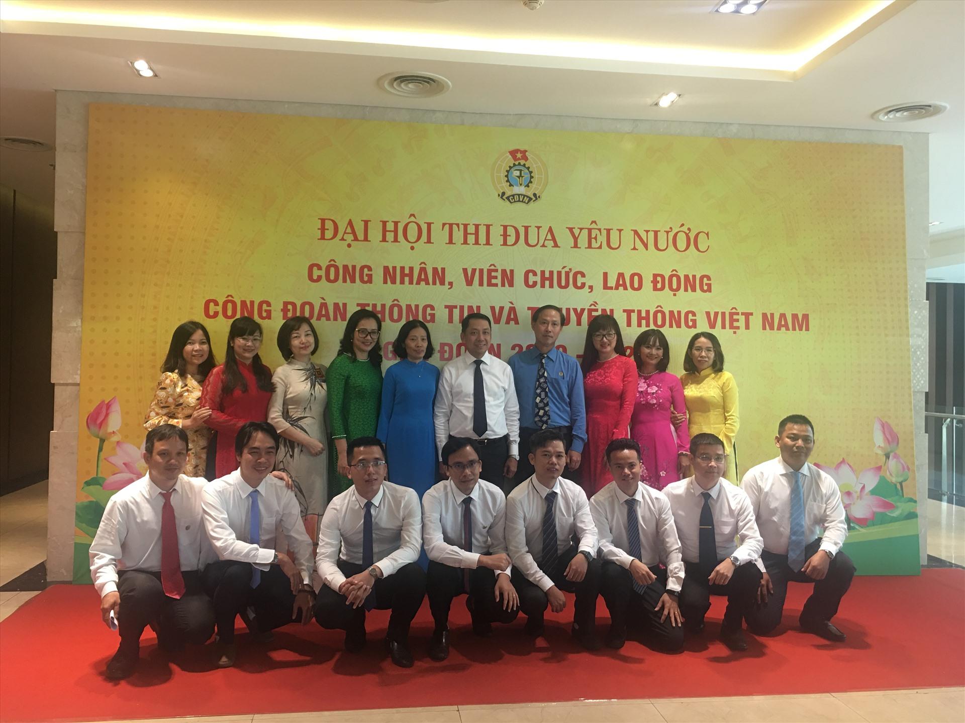 Chủ tịch Công đoàn Thông tin và truyền thông Việt Nam Chu Văn Bình cùng các đại biểu tại Đại hội. Ảnh: Kiều Vũ