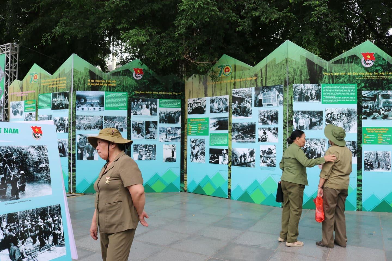 Triển lãm 70 năm - Sáng mãi tinh thần Thanh niên xung phong Việt Nam. Ảnh: Lan Nhi