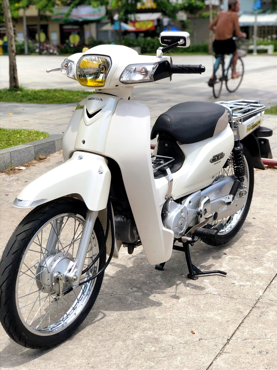 Cận cảnh chiếc Honda Super Cub 110i 2012 được rao bán với giá gần 130 triệu. Ảnh: Hưng Từ