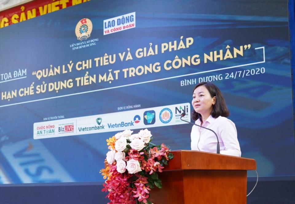 Bà Trương Thị Bích Hạnh - Chủ tịch LĐLĐ Bình Dương chia sẻ tại hội thảo. Ảnh: Dương Bình