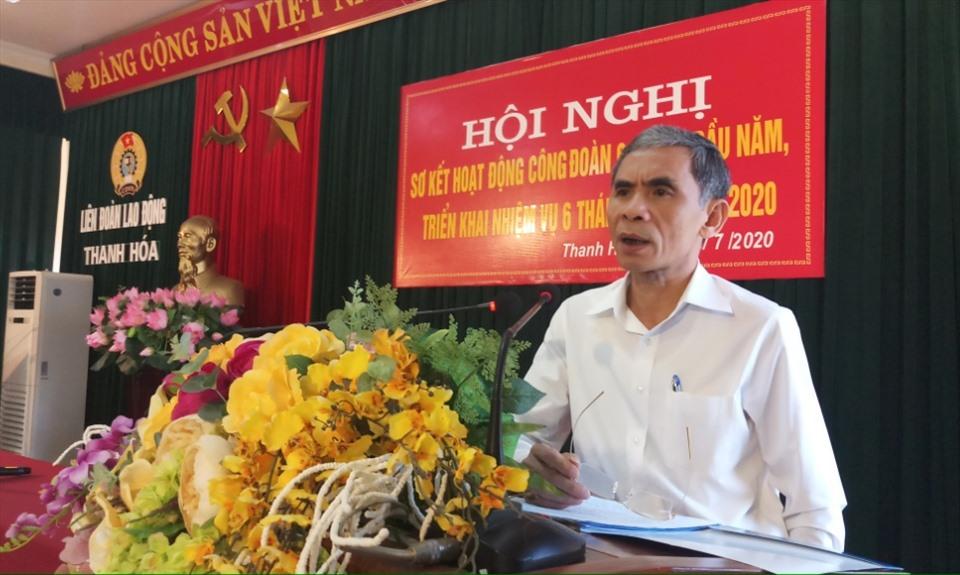 Ông Ngô Tôn Tẫn - Chủ tịch LĐLĐ tỉnh Thanh Hóa phát biểu tại hội nghị. Ảnh: Quách Du