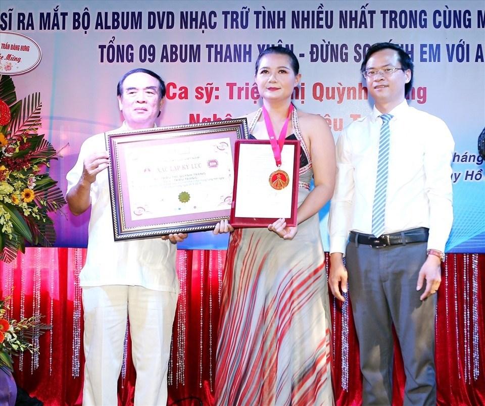 Ca sĩ Triệu Trang vinh dự nhận Kỷ lục Guiness Việt Nam. Ảnh: NVCC.
