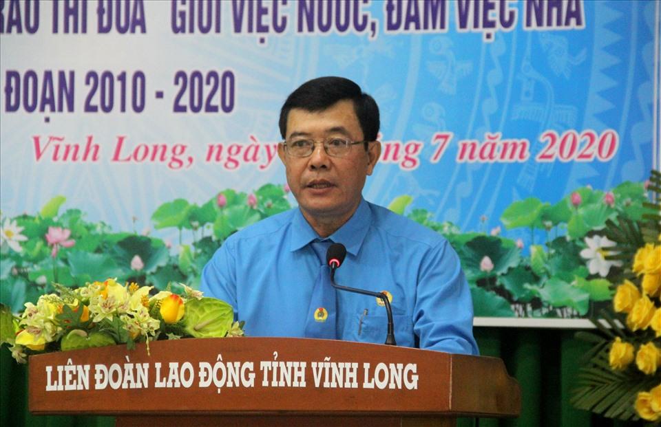 Chủ tịch LĐLĐ tỉnh Vĩnh Long - Huỳnh Bá Long phát biểu khai mạc. Ảnh: N.T