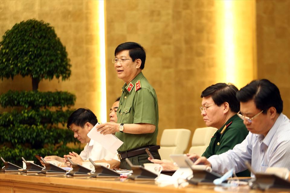 Thứ trưởng Bộ Công an Nguyễn Văn Sơn phát biểu ý kiến. Ảnh: VGP/Đình Nam