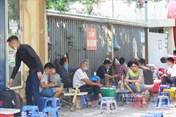 Hàng quán Hà Nội chật kín người giữa dịch COVID-19