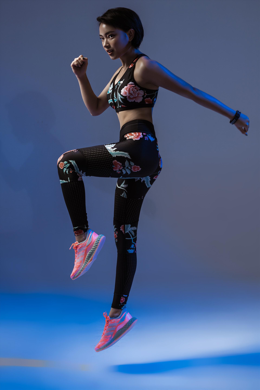 Tuy chỉ cao 1m60 nhưng Châu Bùi vẫn là một trong những người mẫu trẻ đắt sô nhất hiện nay.