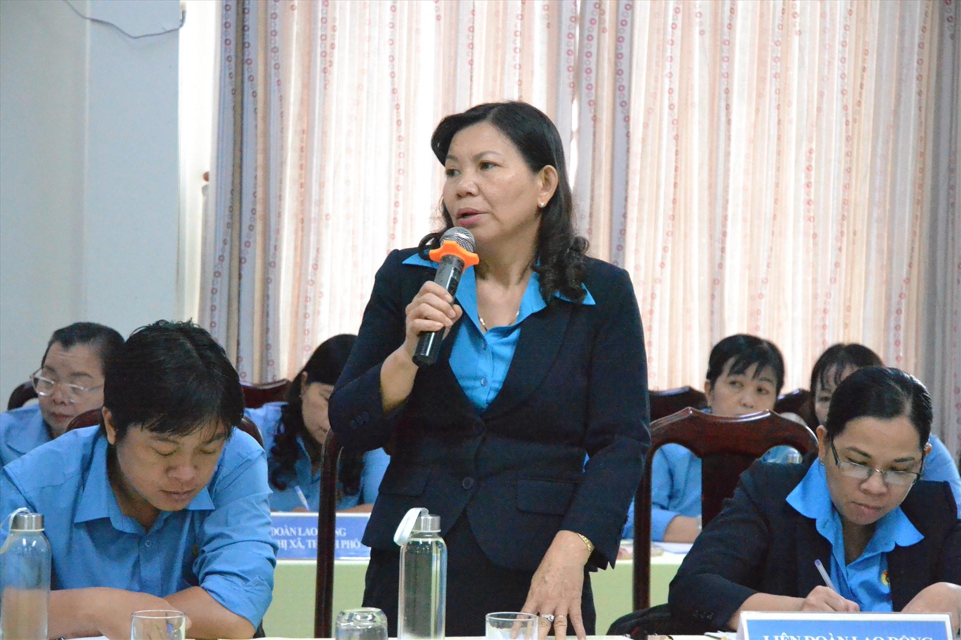 Phó Chủ tịch LĐLĐ Tiền Giang phát biểu tại Hội nghị. Ảnh: LT