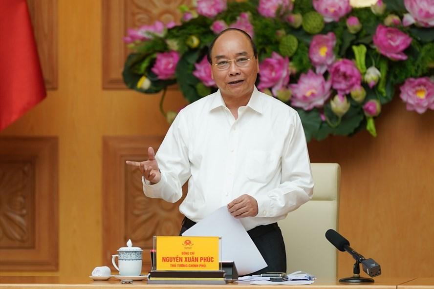 Thủ tướng Nguyễn Xuân Phúc phát biểu kết luận cuộc họp. Ảnh: VGP/Quang Hiếu