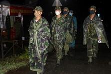 Biên phòng dầm mưa, xuyên đêm phòng dịch COVID-19 nơi biên giới Tây Nam