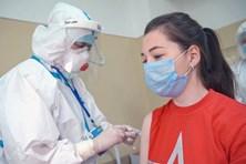 Con gái Tổng thống Putin tiêm vaccine COVID-19 đầu tiên của Nga