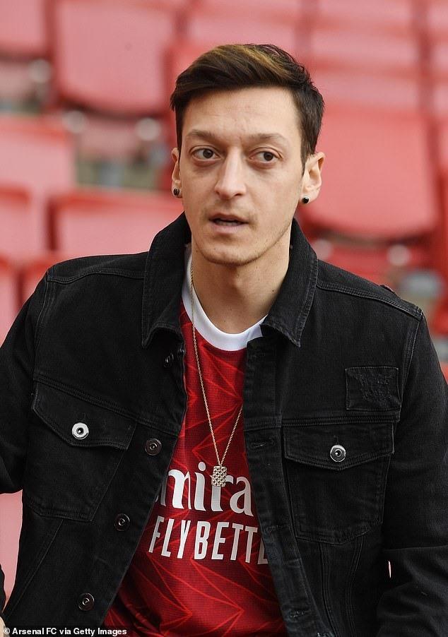 Ozil quyết ở lại. Ảnh: Getty.