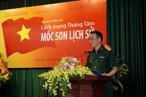Thượng tá Lê Vũ Huy phát biểu khai mạc Triển lãm. Ảnh: Kiều Dung