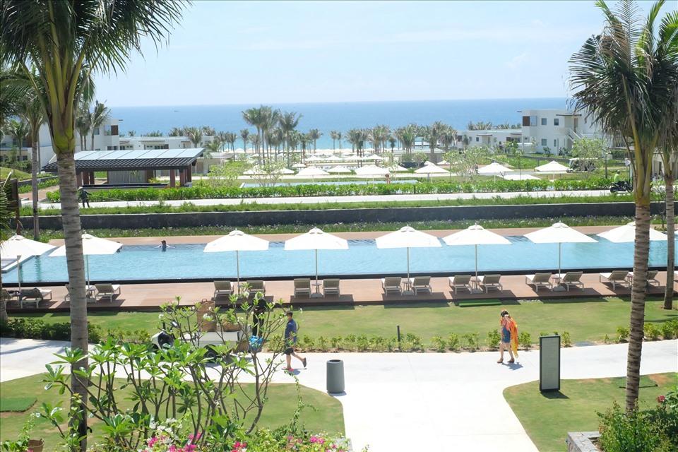 Hệ thống hồ bơi ngoài trời tại ALMA resort. Ảnh: Lưu Hoàng