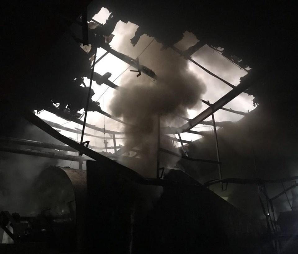 Hỏa hoạn ở nhà máy chế biến mủ cao su. Ảnh: Dương Bình