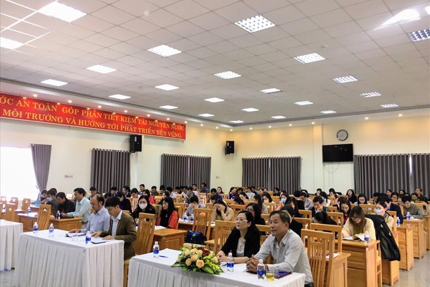 Cán bộ công đoàn và đoàn viên, người lao động được phổ biến nhiều chính sách pháp luật mới có liên quan - ảnh Khắc Dương