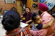 Lo ngại dịch COVID-19, nhiều người dân Ấn Độ tìm đến các nhà chiêm tinh