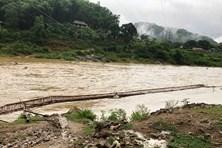 Thanh Hóa: Nước cuốn trôi cầu tạm, hàng trăm hộ dân bị cô lập