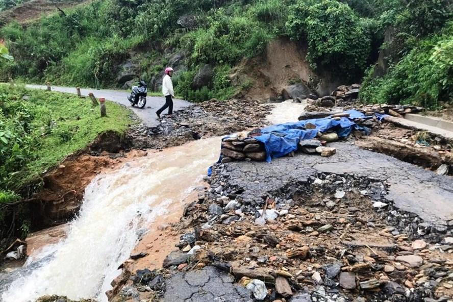 Sạt lở đất tại Lào Cai do mưa lớn. Ảnh: Ngọc Hà