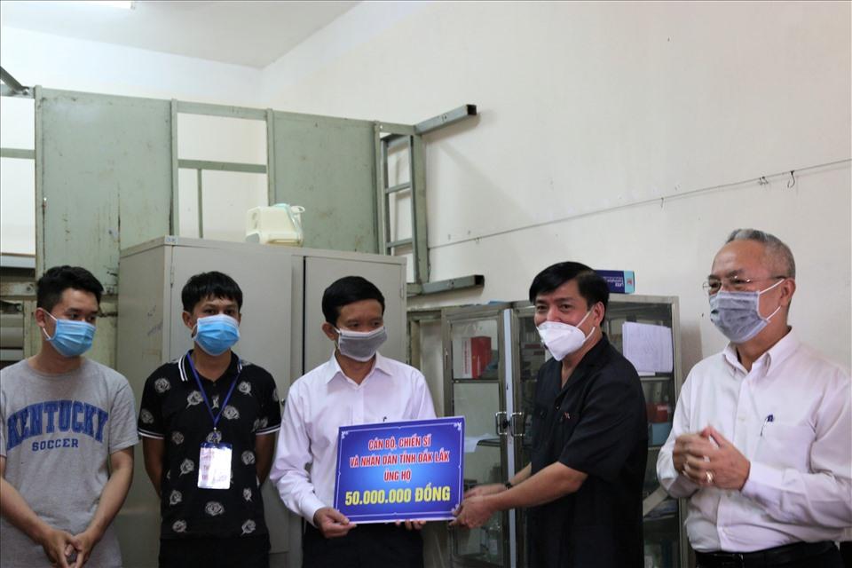 Bí thư Đắk Lắk kỳ vọng lực lượng y tế tỉnh nhà sẽ tiếp tục kiểm soát tốt dịch bệnh, ngăn không cho lan rộng. Ảnh Bảo Trung