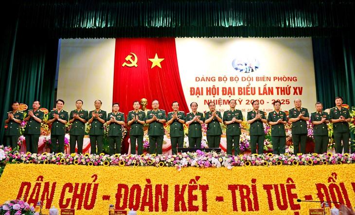 Ban Chấp hành Đảng bộ BĐBP khóa XV, nhiệm kỳ 2020-2025 ra mắt Đại hội. Ảnh BĐBP
