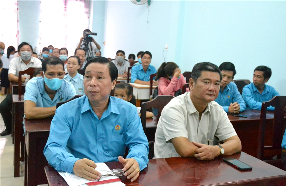 Đến dự có đông đảo cán bộ Công đoàn, lãnh đạo Huyện ủy và đoàn viên, CNLĐ... Ảnh: Lục Tùng