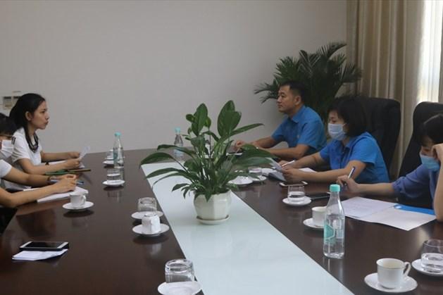 Đoàn làm việc tại Công ty Khải Thần Việt Nam (huyện Lục Nam, tỉnh Bắc Giang).  Ảnh: Lục Nam.
