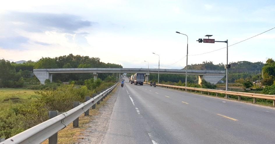 Cầu xây bắt ngang qua tuyến đường tránh