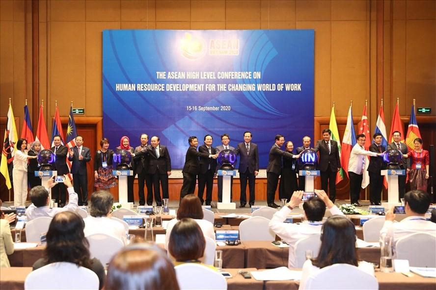 Lễ ra mắt Hội đồng Giáo dục nghề nghiệp ASEAN. Ảnh Mạnh Dũng
