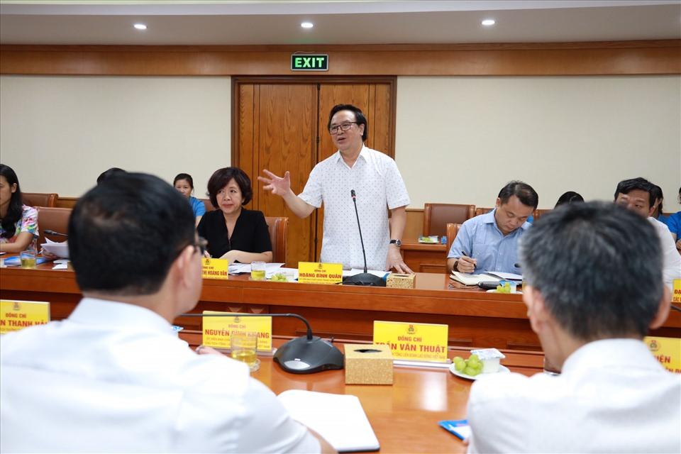 Đồng chí Hoàng Bình Quân phát biểu tại buổi làm việc. Ảnh: Hải Nguyễn