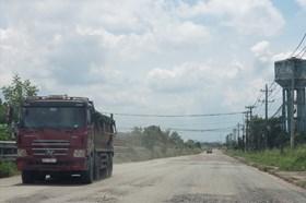 Nhiều nơi bị bỏ hoang, đường sá xuống cấp nghiêm trọng