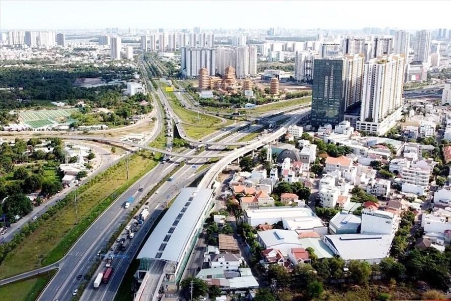 Khu phía đông TPHCM (Thành phố Thủ Đức tương lai) - nơi tập trung các dự án hạ tầng lớn được xây dựng, trong đó có dự án metro số 1 (Bến Thành - Suối Tiên) sẽ hoàn thành cuối năm 2021. Ảnh: Minh Quân