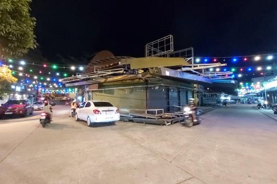 Đường vào chợ đêm Phú Quốc vắng lặng, không có du khách. Ảnh: N.A
