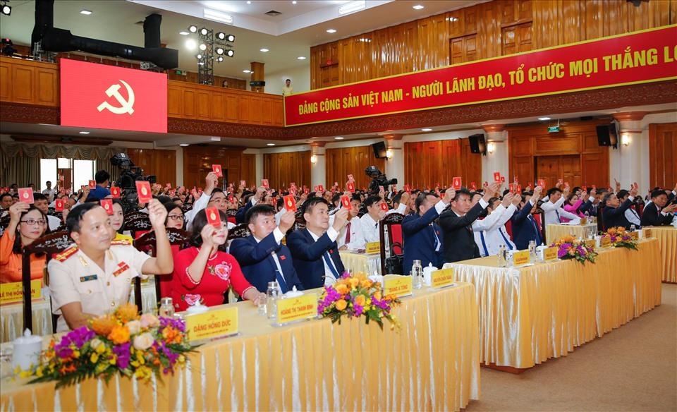 Các đại biểu biểu quyết tại phiên trù bị.