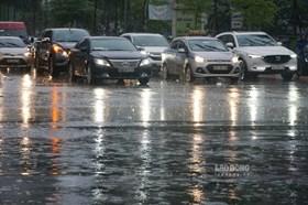 Hà Nội: Điểm mặt các tuyến đường bị ngập sau trận mưa dông bất ngờ