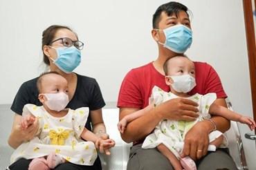 Sức khỏe cặp song sinh Trúc Nhi và Diệu Nhi đã ổn định, sắp được về cùng gia đình đón Trung thu tại nhà. Ảnh: Chí Hùng.