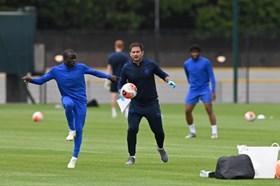 """Chelsea quá đông, Kante tự đưa mình lên """"sàn chuyển nhượng"""""""