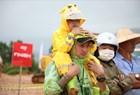 Hàng nghìn khán giả đội mưa xem giải đua xe ôtô địa hình lớn nhất Việt Nam