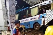 Gia Lai: Xe chở công nhân thủy điện Ia Ly bị tai nạn