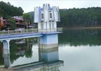 Xây dựng mô hình rồng, cây đàn, tháp quạt gió... không phép ở hồ Tuyền Lâm
